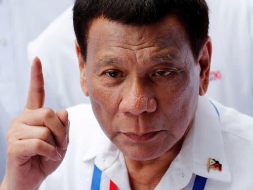 Sein Land soll künftig Maharlika heissen. Die Idee des philippinischen Präsidenten Rodrigo Duterte wird in der Bevölkerung geteilt aufgenommen. (Bild: KEYSTONE/EPA/FRANCIS R. MALASIG)
