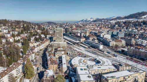 Das Gebiet St.Gallen Bahnhof Nord mit der Lokremise im Vorder- und der Fachhochschule im Hintergrund. (Bild: Urs Bucher (13. Februar 2019))