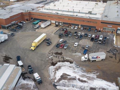 Die Schiesserei ereignete sich auf einem Industrieareal in Aurora im US-Bundesstaat Illinois. (Bild: KEYSTONE/AP Daily Herald/BEV HORNE)