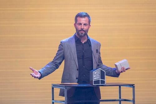 Bligg gewinnt den Award in der Kategorie «Best Male Act». (Bild: KEYSTONE/Urs Flueeler)
