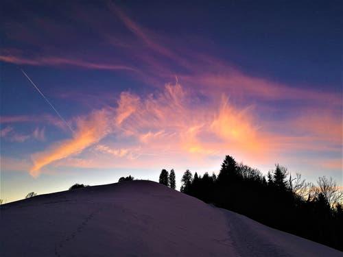 Farbige Wolkenkreationen am Abendhimmel. (Bild: Urs Gutfleisch (Holderchäppeli, 14. Februar 2019))