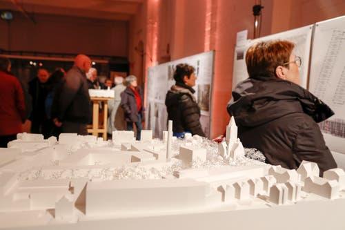 Die Planer öffneten die Fabrikhallen für die Bevölkerung und zeigten die Überbauungspläne. (Bild: Jolanda Riedener)