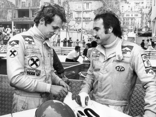 Das wohl spektakulärste Formel-1-Team der Jahre 1974 bis 1976: Clay Regazzoni und der Österreicher Niki Lauda im Ferrari-Stall. In fast jedem Rennen holte sich Lauda die Pole Position (Bild: KEYSTONE/STR)