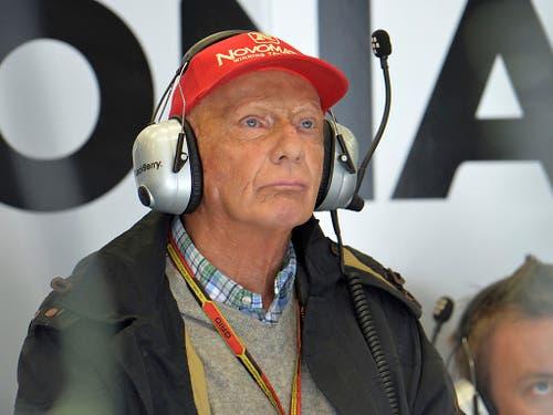 Niki Lauda verfolgt im Juni 2014 ein Formel-1-Rennen aus der Boxengasse (Bild: KEYSTONE/AP/KERSTIN JOENSSON)