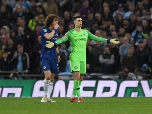 Diese Geste wird England noch lange beschäftigen: Chelseas Keeper Kepa Arrizabalaga verweigert die Auswechslung (Bild: KEYSTONE/EPA/NEIL HALL)