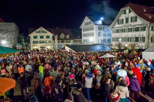 Der Dorfplatz in Stans war gut besucht. (Bild: André A. Niederberger (Stans, 23. Februar 2019))