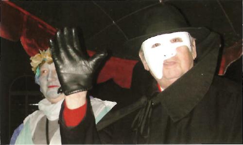 Josef 'José' Staub sprang 2005 in die Bresche, als der Kanton St.Gallen seinen Beitrag für die Gestaltung des Bundesplatzes nicht zahlten wollte. Der inzwischen verstorbene Treuhänder griff in die eigene Tasche und wurde dafür Ehren-Föbü. (Bild: Ehren-Födlebürger der Stadt St. Gallen)