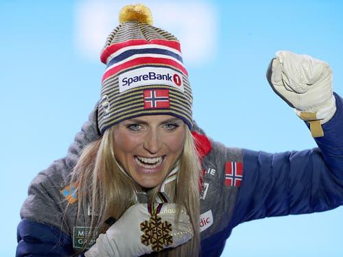 Die Langläuferin Therese Johaug könnte die Weltmeisterschaften in Seefeld mit vier Goldmedaillen im Gepäck verlassen (Bild: KEYSTONE/APA/APA/GEORG HOCHMUTH)