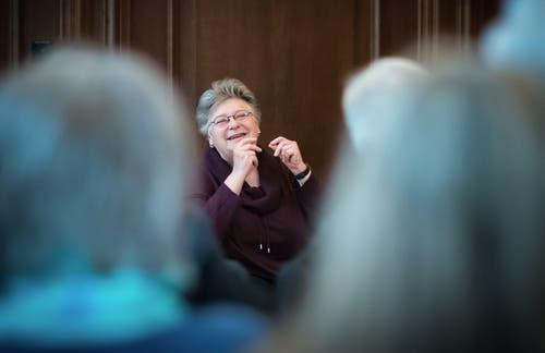 Sie war Ehren-Föbine, bevor sie 1995 Stadträtin wurde: Die bald 75-Jährige Stadtsanktgallerin war erst Primarlehrerin, dann unterrichtete sie an der Mittelschule im Talhof, wo sie später Prorektorin wurde. Nebenamtlich leitete sie die Kellerbühne, übernahm verschiedene Rollen in Theater- und Musicalstücken. Und wurde 1993 in die Ehren-Föbü-Zunft aufgenommen. (Bild: Michel Canonica, 4. Januar, 2015)
