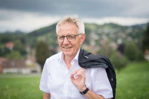 Der langjährige SRF-Bundehauskorrespondent Hanspeter Trütsch war 2015 der letzte, der mit der alten Konfetti-Kanone verschossen wurde. Und das mit gutem Grund: Trütsch erlitt mehrere Schnitte, seither wird nicht mehr mit Schwarzpulver, sondern mit Druckluft geschossen. (Bild: Benjamin Manser)