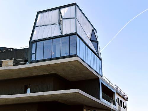 Auf der obersten Plattform des Experimentalgebäudes «Nest» thront das «DFAB House». Das unterste Stockwerk bietet einen Aufenthaltsraum, die oberen zwei Etagen beherbergen Gästezimmer. (Bild: KEYSTONE/WALTER BIERI)