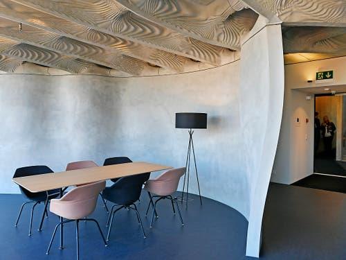 Das Stahlgitter für die Betonwand baute eine Roboter, die Schalung für die Decke stammte aus dem 3D-Drucker. Das erste mit digitalen Methoden gebaute Haus der Welt ist bezugsfertig. (Bild: KEYSTONE/WALTER BIERI)