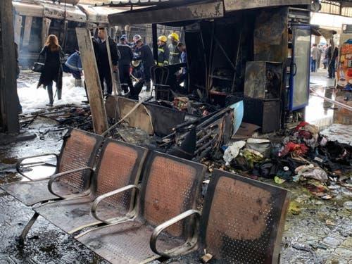 Das Mobiliar im Bahnhof wurde zum Teil komplett zerstört. (Bild: KEYSTONE/EPA/KHALED ELFIQI)