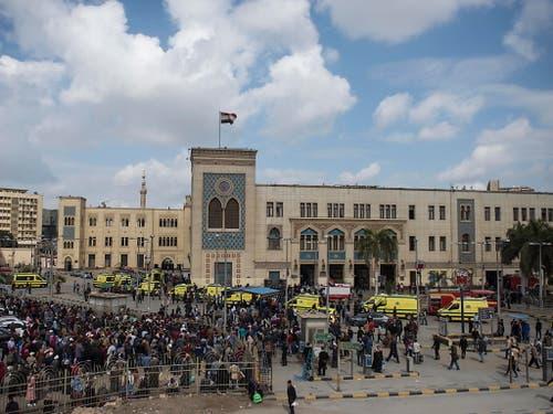 Der Hauptbahnhof in der Kairoer Innenstadt wird komplett abgeriegelt. (Bild: KEYSTONE/EPA/MOHAMED HOSSAM)