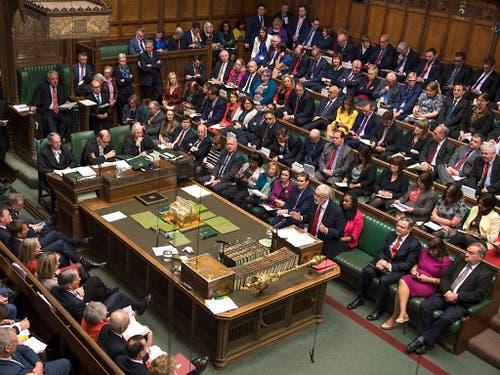 Das britische Unterhaus billigte am Mittwochabend die Pläne von Premierministerin May für eine mögliche Verschiebung des Brexit. Oppositionsführer Corbyn blieb mit seinem Antrag chancenlos. (Bild: KEYSTONE/AP UK Parliament/MARK DUFFY)