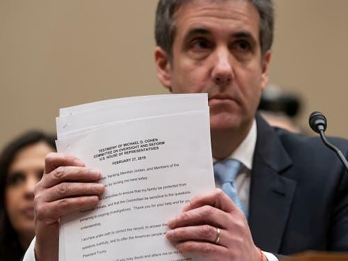 Michael Cohen, der frühere Anwalt von US-Präsident Donald Trump, nach dem Verlesen seines Eröffnungsstatements. (Bild: KEYSTONE/AP/J. SCOTT APPLEWHITE)