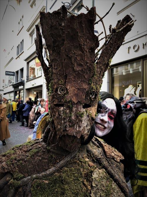 Margrith Imhof-Röthlin schickt uns einen lebendigen Baum.