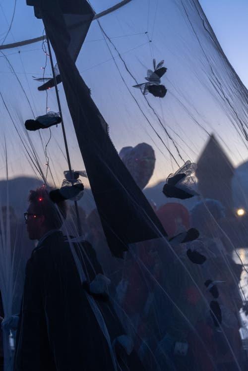 Auch dieses Bild mit dem Stoffhimmel vor dem richtigen Himmel hat uns Leserin Karin Schöpfer geschickt.