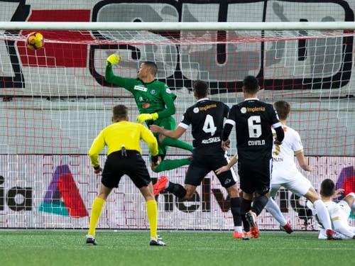 Mit dem besseren Ende für Thun: Hier erzielt Dejan Sorgic den entscheidenden Treffer für die Berner Oberländer zum 3:1 (Bild: KEYSTONE/ANTHONY ANEX)