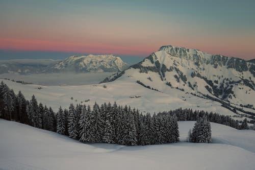 Morgenstimmung von der Gummenalp nach Stanserhorn und Pilatus. (Bild: Josef Brunner, Gummenalp, 4. Februar 2019)