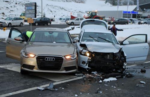 Willisau - 5. FebruarZwei Autos kollidierten am Dienstagabend. Ein Fahrzeuglenker musste mit der Ambulanz ins Spital gefahren werden. (Bild: Luzerner Polizei)