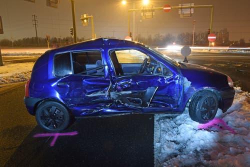 Ebikon - 5. FebruarZwei Autos kollidierten am Dienstagabend. Ein Fahrzeuglenker musste mit der Ambulanz ins Spital gefahren werden. (Bild: Luzerner Polizei)