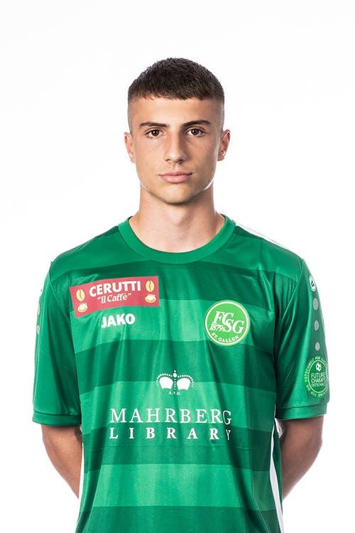 Leonidas Stergiou: Note 4,5. Vor dem Spiel bindet St.Gallen den jungen Spieler bis 2021. Der 16-Jährige fällt nicht auf. Bei einem Innenverteidiger ist das ein gutes Zeichen.