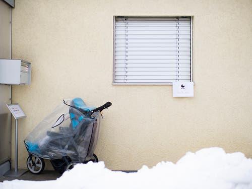 Ein ehemaliger Mitarbeiter steht im Verdacht, in einer St. Galler Kindertagesstätte ein Kleinkind missbraucht zu haben. Die Polizei hat bei dem 33-jährigen Schweizer mutmassliche Kinderpornographie sichergestellt. (KEYSTONE/Gian Ehrenzeller) (Bild: KEYSTONE/GIAN EHRENZELLER)