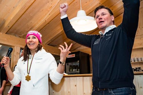 Wendy Holdener mit Swiss-Ski-Präsident Urs Lehmann. (Bild: Jean-Christophe Bott / Keystone)