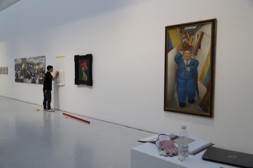 Den Werken von Fernando Botero widmete das Forum Würth bereits einmal eine eigene Ausstellung. In «Von Kopf bis Fuss» ist eines seiner Werke(rechts) ebenfalls präsent.