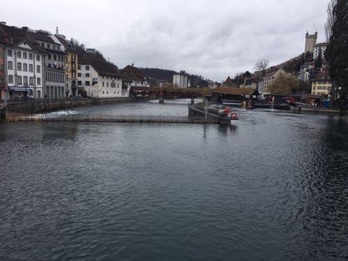 Der Tag danach: Die Reuss ist nicht mehr grün. (Bild: Pascal Studer/Luzerner Zeitung (1. März 2019))