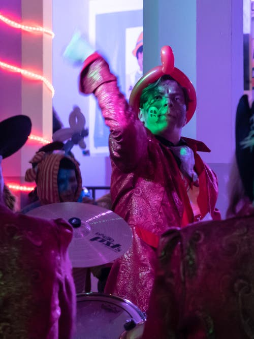 In der Lichtensteiger Kalberhalle ging das bunte Treiben des Städtli-Monsters weiter. (Bild: Sascha Erni, 28. Februar 2019)