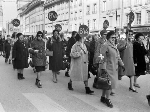 Auf dem Weg zum Bundeshaus. (Bild: Keystone/PHOTOPRESS-ARCHIV/WIDMER)