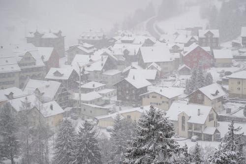 Viel Schnee gab es in Wassen. (Bild: Keystone/Urs Flüeler)