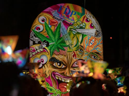 Die Cannabis-Liberalisierungs-Unterstützung der Basler FDP hat zu einem Laternen-High-Light angeregt. (Bild: KEYSTONE/GEORGIOS KEFALAS)