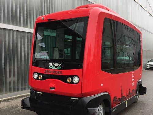 Die Stadtberner Verkehrsbetriebe Bernmobil testen derzeit auf ihrem Firmengelände einen selbstfahrenden Kleinbus. (Bild: Therese Hänni)