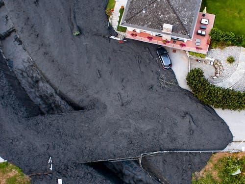 Murgang am 7. August 2018 in Chamoson VS. 2018 gab es in der Schweiz Unwetterschäden in der Höhe von rund 200 Millionen Franken. (Bild: KEYSTONE/MAXIME SCHMID)