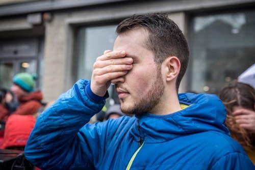 Frauenfeld TG - Klimastreik kommt im Thurgau an. In mehreren Hundert Städten weltweit wird heute gegen den Klimawandel demonstriert. Auch in Frauenfeld haben sich viele Engagierte zusammengetan. Um 14:00 Uhr schliessen weltweit Demonstranten die Augen für eine Minute, sie tuen es den Politiker gleich. Demoanführer Simon Vogel, Junge Grüne.