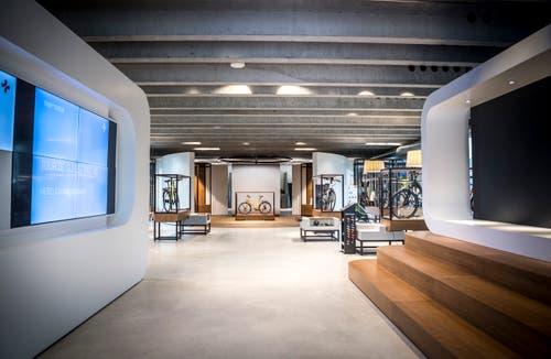 Der Eingangsbereich zum modernen Showroom im Erdgeschoss.