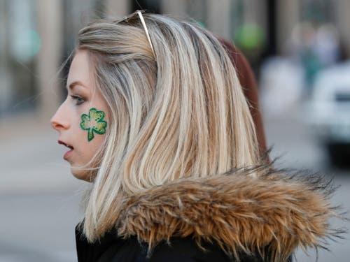 Das dreiblättrige Kleeblatt ist das Symbol Irlands. Der heilige Patrick soll damit bei der Verbreitung des Christentums die Dreifaltigkeit erklärt haben. (Bild: KEYSTONE/EPA/KAMIL KRZACZYNSKI)
