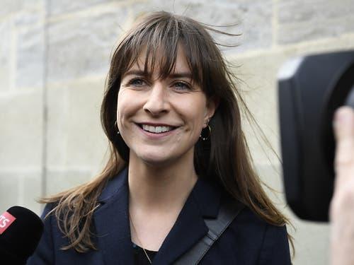 SP-Kandidatin Rebecca Ruiz freut sich über ihr gutes Resultat in der ersten Runde der Waadtländer Regierungsratswahlen. (Bild: KEYSTONE/LAURENT GILLIERON)