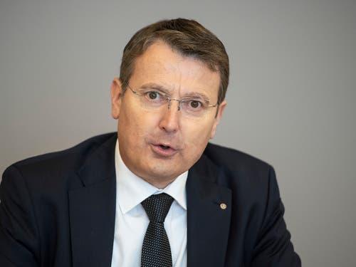 Der Aargauer SVP-Präsident Thomas Burgherr erläutert die Position der Partei zur Untersuchung im Departement von SVP-Regierungsrätin Franziska Roth. (Bild: KEYSTONE/URS FLUEELER)