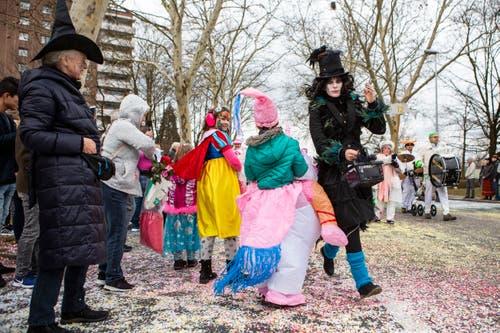 Die Konfettikanone tat ihren Dienst. (Bild: Patrick Hürlimann, Zug, 02. März 2019)
