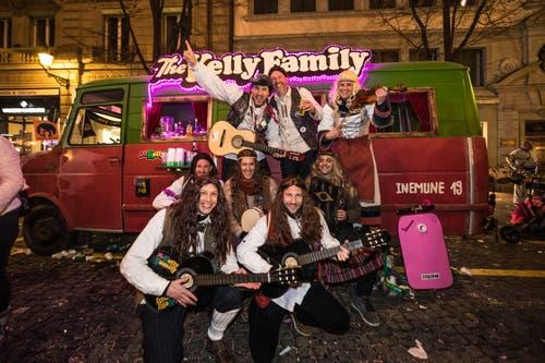 Auch die Kelly Family aus Ebikon ist am Samstagabend in Luzern unterwegs. (Bild: Roger Grütter, Luzern, 2. März 2019)