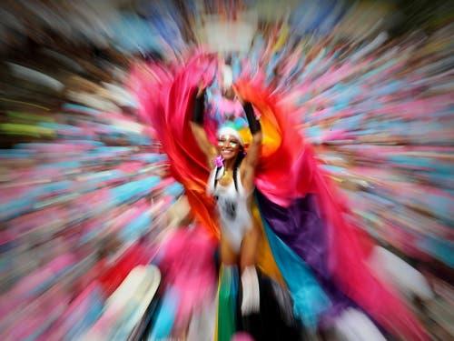 Zum bunten Karneval in Rio werden insgesamt sieben Millionen Menschen erwartet. (Bild: KEYSTONE/EPA EFE/ANTONIO LACERDA)