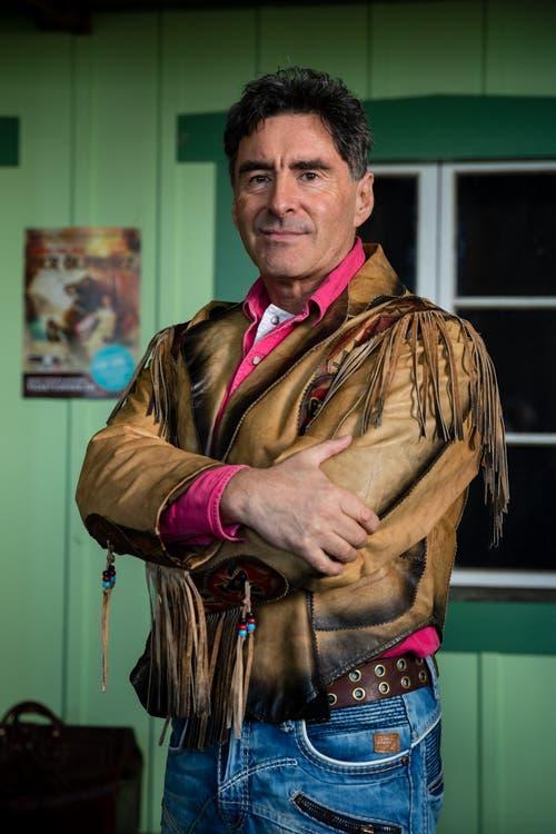 Passt: Tom Volkers (Winnetou) posiert mit seiner Jacke. (Bild: Philipp Schmidli, Ebikon, 21. März 2019)