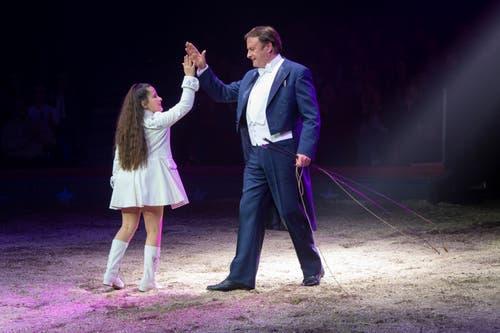 Chanel Marie Knie und Fredy Knie Jun. während ihrem Auftritt an der Premiere zur 100-Jahre-Jubiläumstournee des Circus Knie in Rapperswil (SG), am Donnerstag, 21. März 2019. (Bild: Keystone/Melanie Duchene)