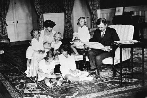 Die vertriebene Monarchenfamilie in ihrem Exil in der Schweiz. (Bild: Getty (8. Februar 1921))
