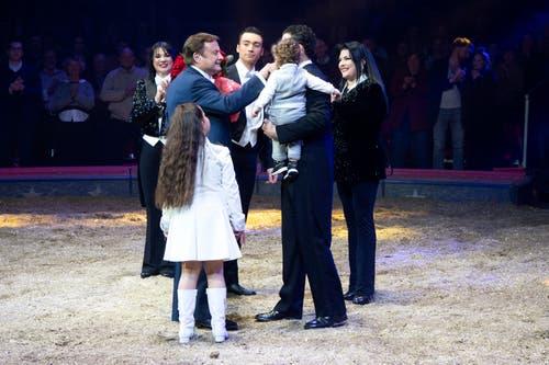 Die Familie Knie während ihrem Auftritt an der Premiere zur 100-Jahre-Jubiläumstournee des Circus Knie in Rapperswil (SG), am Donnerstag, 21. März 2019. (Bild: Keystone/Melanie Duchene)