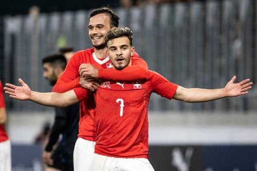 Bastien Toma (vorne) jubelt zusammen mit Jérémy Guillemenot nach dem 2:0. (Bild: Alexandra Wey / Keystone, Kriens, 22. März 2019)